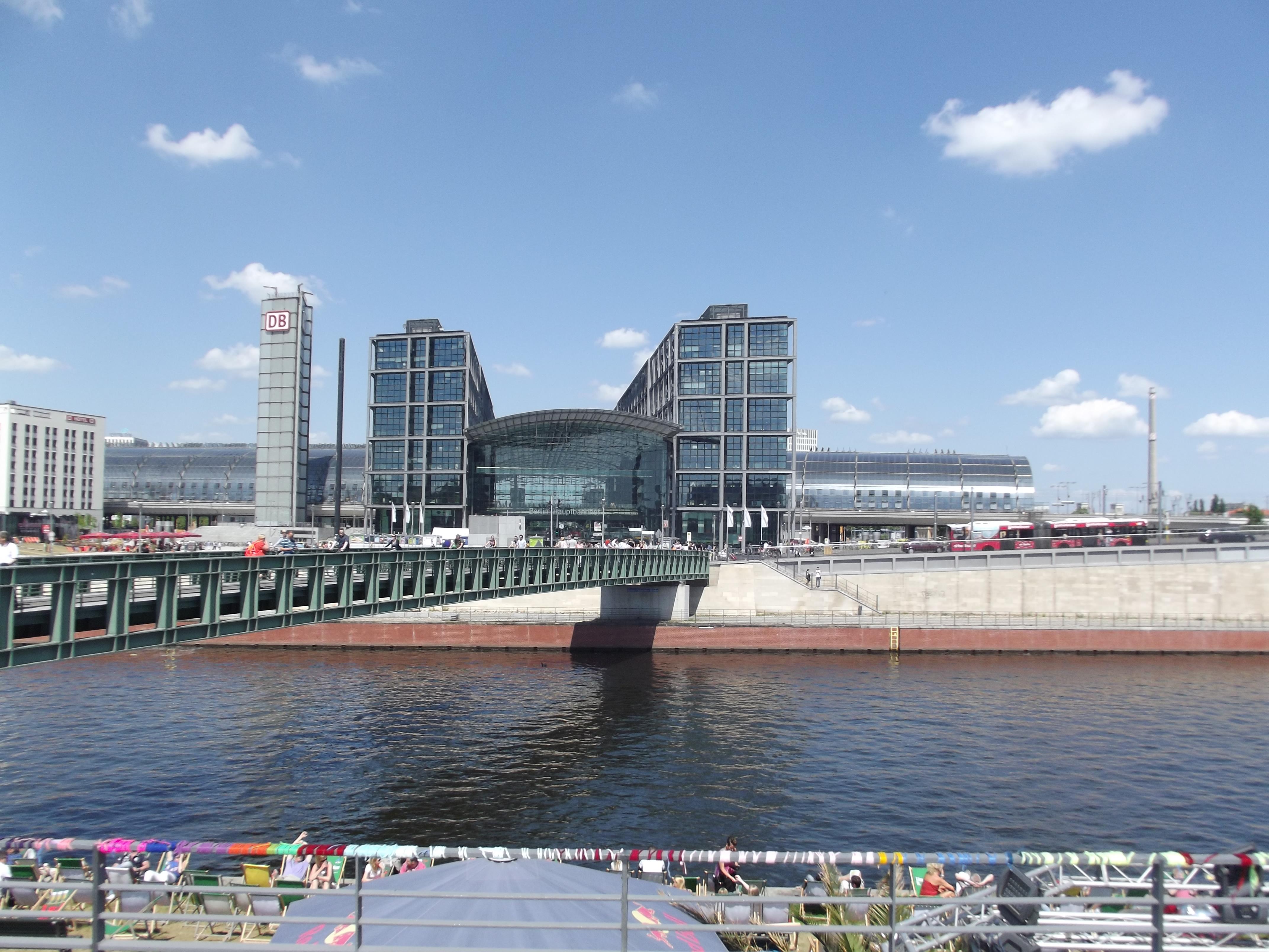berlin hauptbahnhof central train station world in motion. Black Bedroom Furniture Sets. Home Design Ideas