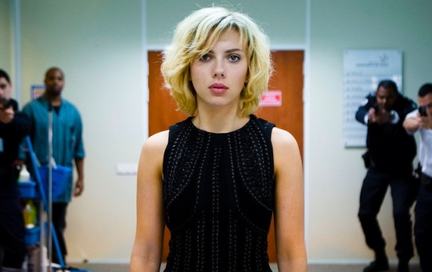 Scarlett Johannsen masters her role as